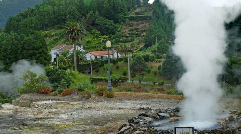 Feriado regional e feriados municipais nos Açores - fumarolas