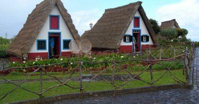 Casas tradicionais da Madeira. Turismo em Portugal: visitas e passeios