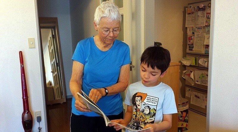 Os avós e os netos podem aprender juntos a poupar e ganhar!