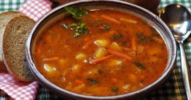 Sopa, um prato cheio de nutrientes. Muito importante!