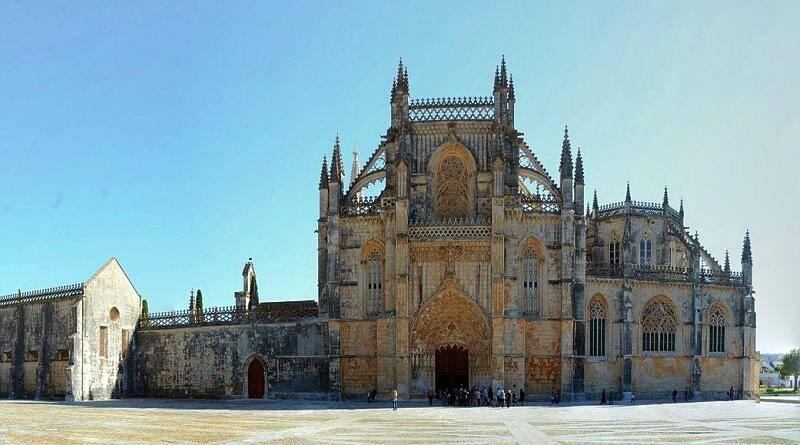 O estilo gótico em Portugal. Mosteiro de Santa Maria da Vitória na Batalha