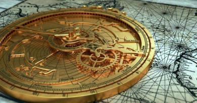 O instrumento astronómico denominado «astrolábio» é de origem grega.